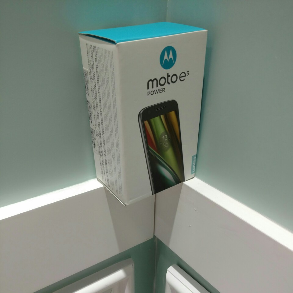 Moto E3 Power Packaging